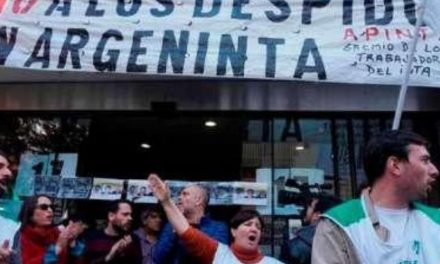La tasa de desempleo en Argentina aumenta a un 10.1%.