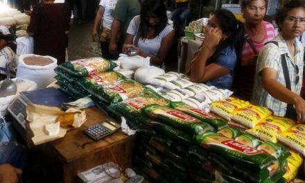 🤓 Fiscales inspeccionan a vendedores del mercado municipal de Santa Teresa del Tuy 🤓