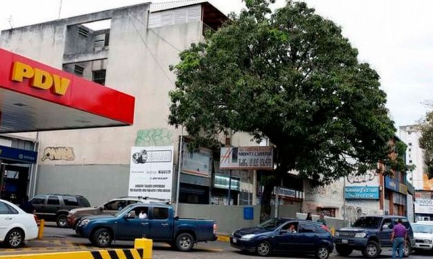😮 Venezuela: regresan las largas colas para recargar gasolina 😮