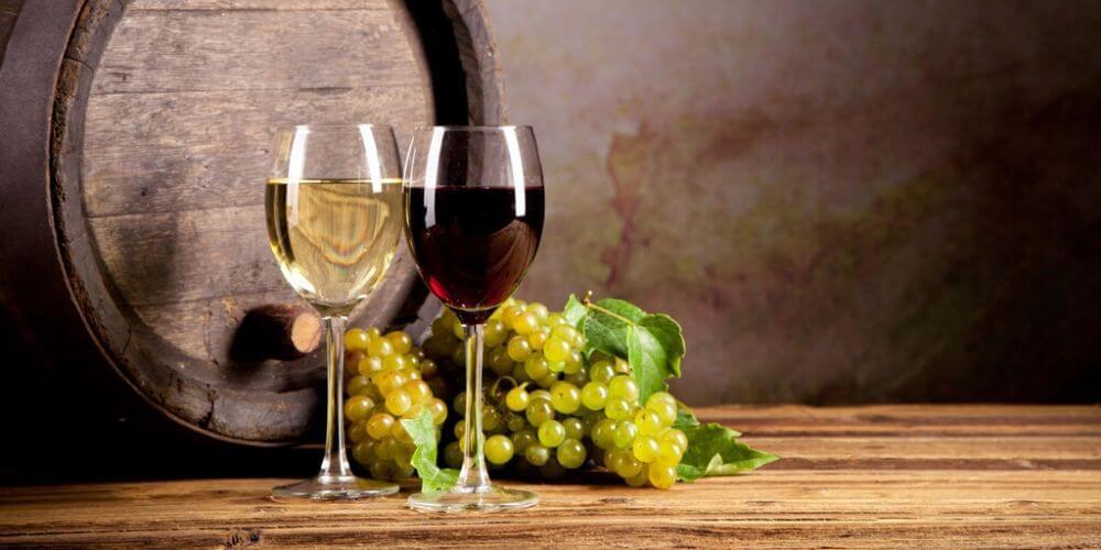 tomar-vino-podria-matar-casi-el-100%-de-las-bacterias-en-los-dientes-vino-blanco-vino-tinto-movidatuy.com