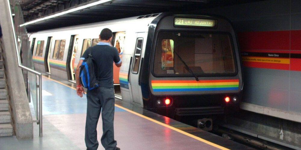 😮 Trabajadores del Metro de Caracas arriesgan vida por continuas fallas en el sistema 😮