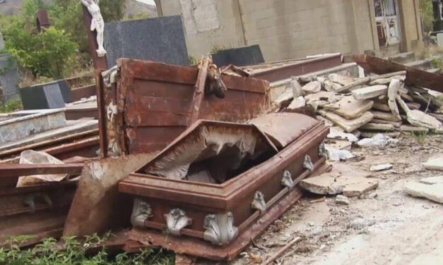 😮 Olores putrefactos emanan del Cementerio de Santa Teresa del Tuy 😮