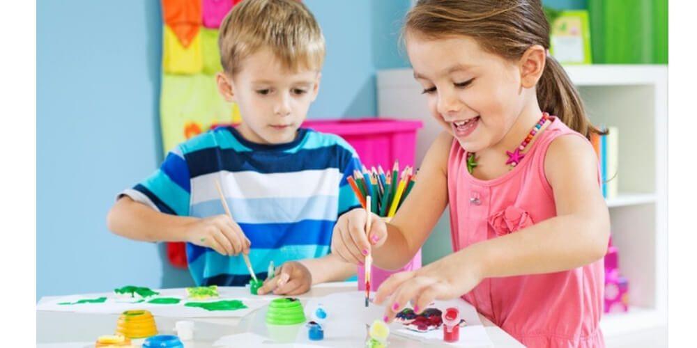 niños-haciendo-manualidades-en-casa-durante-cuarentena-por-coronavirus-salud-movidatuy.com