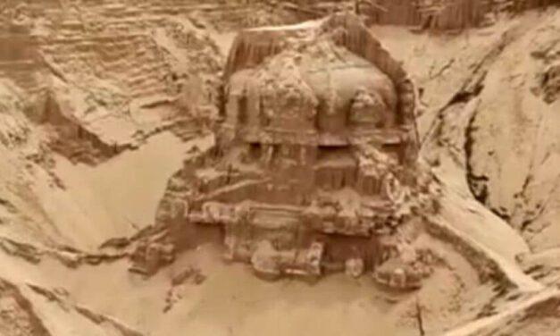 ✌ Descubren un templo hindú que se encontraba enterrado en la arena ✌