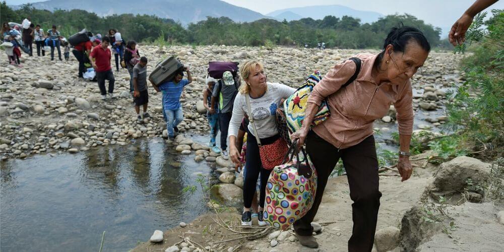 😮 Grupo de delincuencia organizada se dedica a pasar connacionales por la frontera 😮