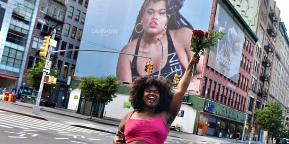 la-modelo-trans-jari-jones-genera-polemicas-y-aplausos-valla-publicidad-movidatuy.com