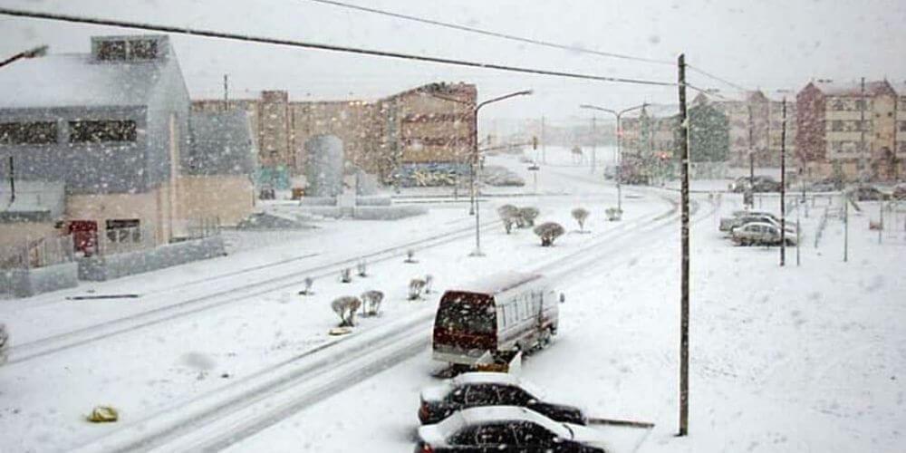 tierra-de-fuego-congelada-por-temperaturas-extremadamente-bajas-calles-cubiertas-de-nieve-hielo-movidatuy.com