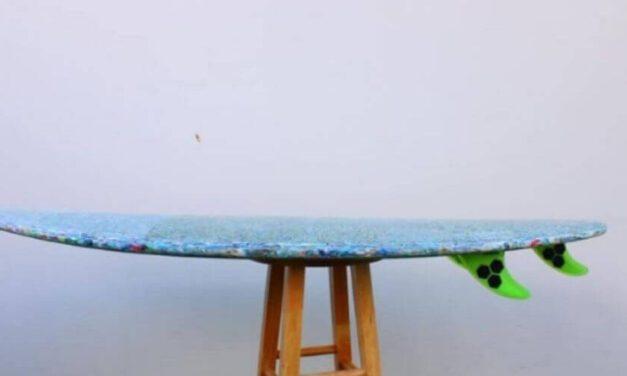 ✌ Surfista se destaca creando tablas con desechos plásticos reciclados de la playa ✌