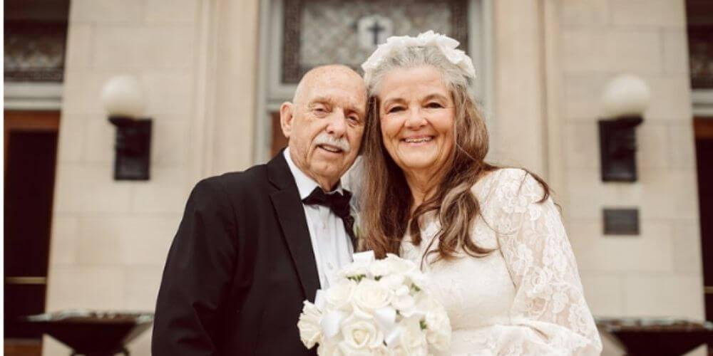 ✌️ Pareja con 50 años de casados revive el día de su boda con fotografías ✌️