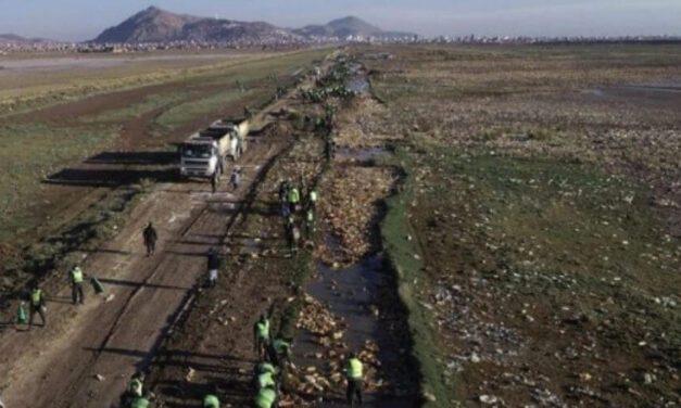 ✌️ Grupo de bolivianos se unen para limpiar el lago Uru Uru contaminado ✌️