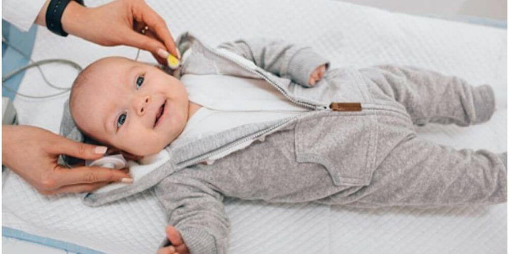 padres-desesperados-quieren-conseguirle-dos-orejas-a-su-bebe-margot-niña-sorda-movidatuy.com