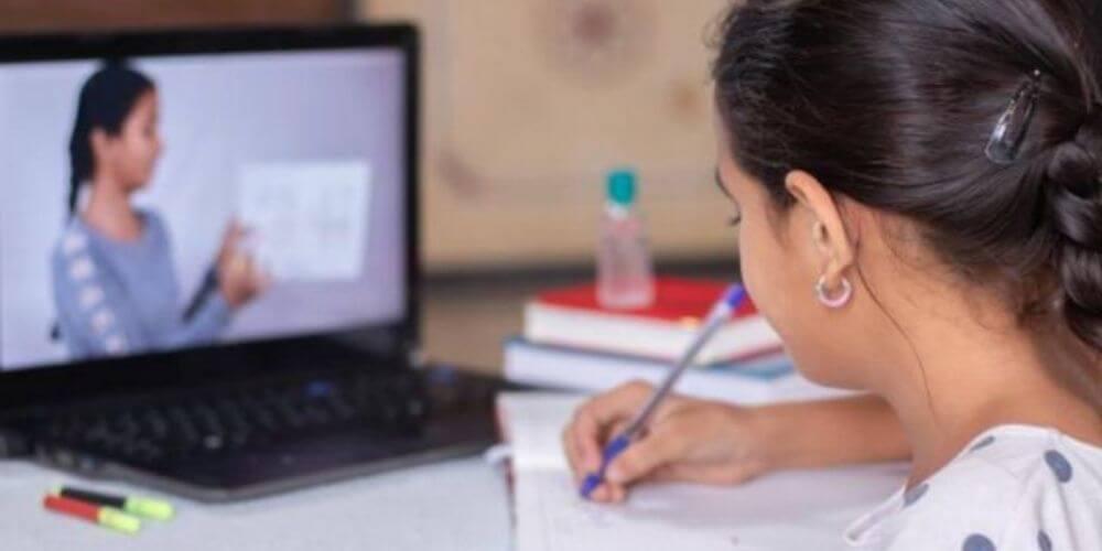niña-prodigio-de-10-años-gana-una-beca-para-estudiar-en-los-estados-unidos-samantha-estudiando-movidatuy.com