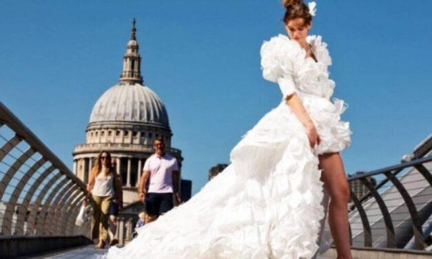 ✌️ Diseñador crea vestido de novia con mascarillas recicladas y causa impacto ✌️