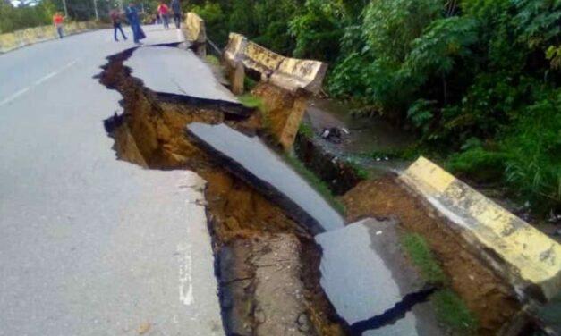 Incomunicados quedaron los habitantes de La Cabrera por desplome de puente en Ocumare