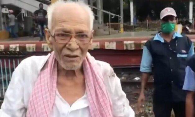 😮 Rescatan a anciano atrapado debajo de un tren en India antes de ser aplastado 😮