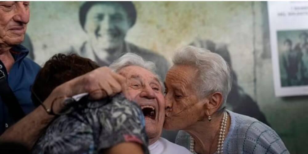 hermosa-reunion-entre-el-veterano-de-la-II-guerra-mundial-con-los-tres-niños-italianos-que-salvo-emocion-hermanos-naldi-movidatuy.com