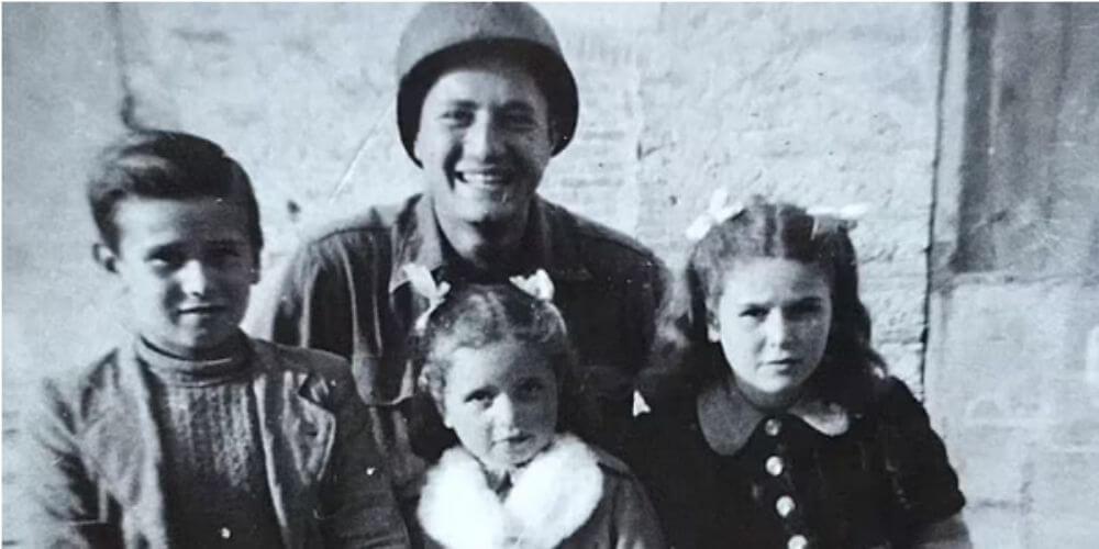 ✌️ Hermosa reunión entre el veterano de la II Guerra Mundial con los tres niños italianos que salvó ✌️