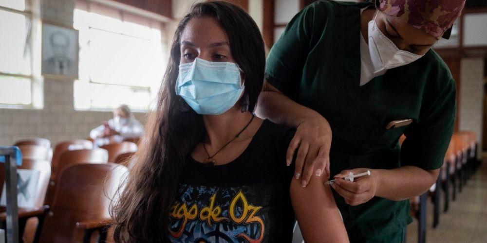 ✅ Personas entre 30 y 39 años pueden solicitar su cita para vacunarse a partir de este lunes ✅
