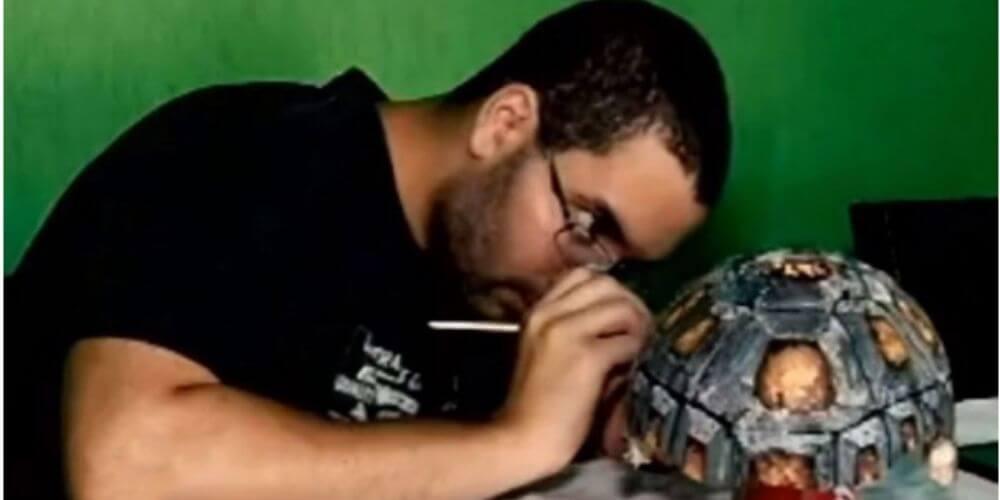 adorable-tortuga-recibio-el-primer-caparazon-del-mundo-impreso-en-3D-artista-pintando-caparazon-freddy-movidatuy.com