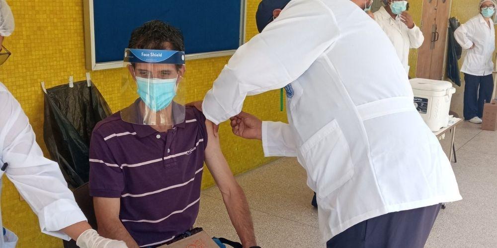 empezo-la-vacunacion-contra-el-covid-19-de-trabajadores-de-la-ucv-nacionales-movidatuy.com