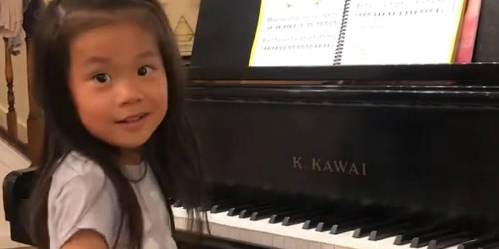 niña-pianista-de-4-años-se-destaca-en-una-competencia-en-estados-unidos-brigitte-xie-movidatuy.com