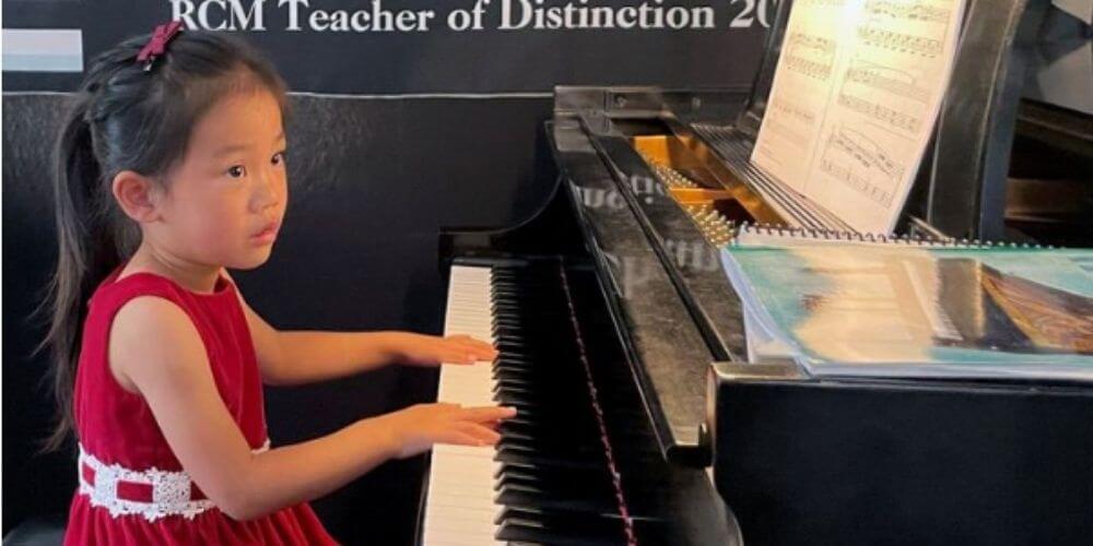 niña-pianista-de-4-años-se-destaca-en-una-competencia-en-estados-unidos-competencia-movidatuy.com