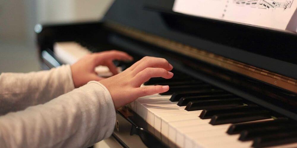 ✌️ Niña pianista de 4 años se destaca en una competencia en Estados Unidos ✌️